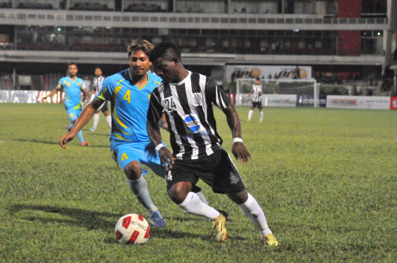 Abahani stand atop Mohammedans with last minute goal