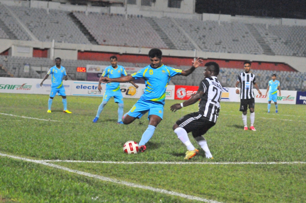 Abahani stands atop Mohammedans with last minute goal